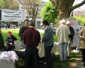 IBKA- FR Infostand auf dem Stühlinger Kirchplatz